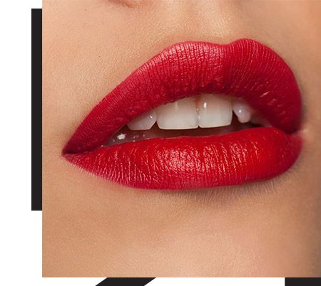 Red makeup for Christmas or something more traditional? The main thing is to make your lips stand out!