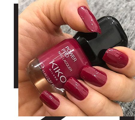 Christmas manicures for a complete look
